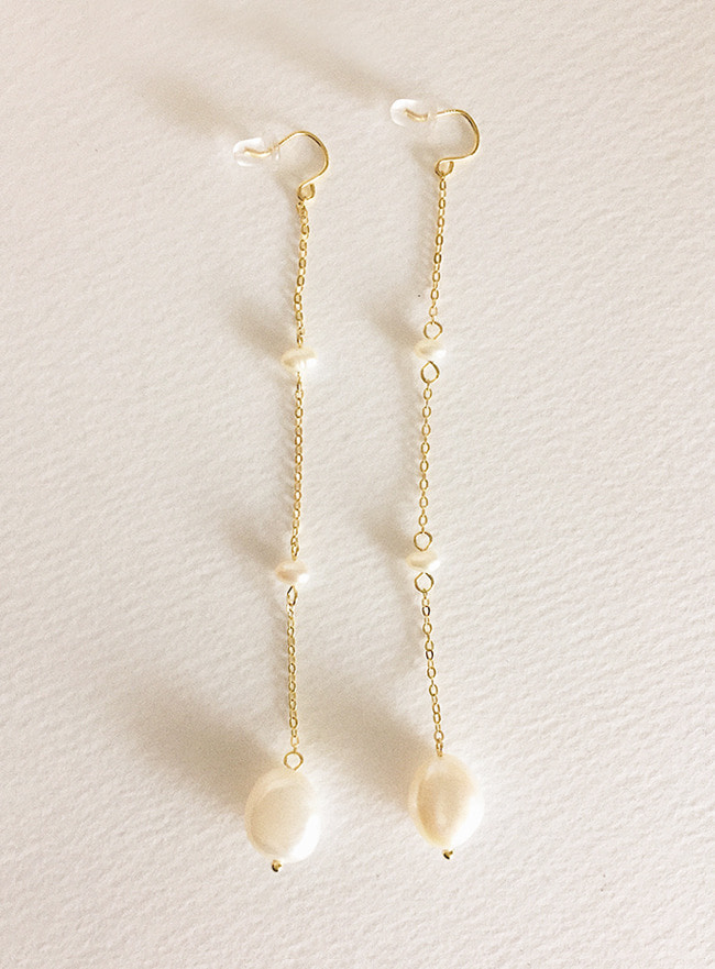 (Silver 925 + 16k Gold plating) light colored pearl earring