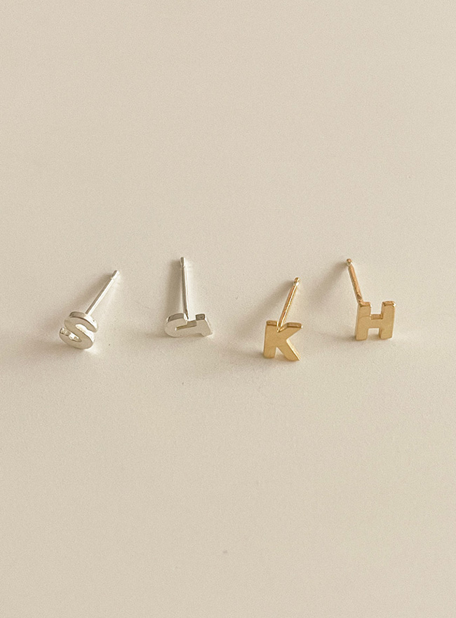 [진주 이어링 증정] (Silver 925) initial earring (2 colors)
