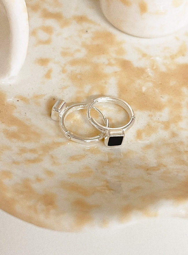 (Silver 925) onyx earring (2 colors)
