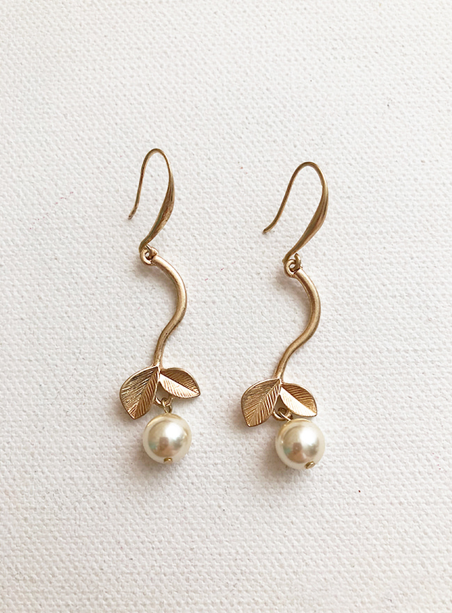 leaf pearl earring (2 colors) (Allergy free)