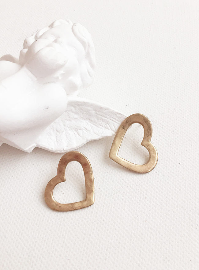 cupid heart earring (2 colors) (Allergy free)