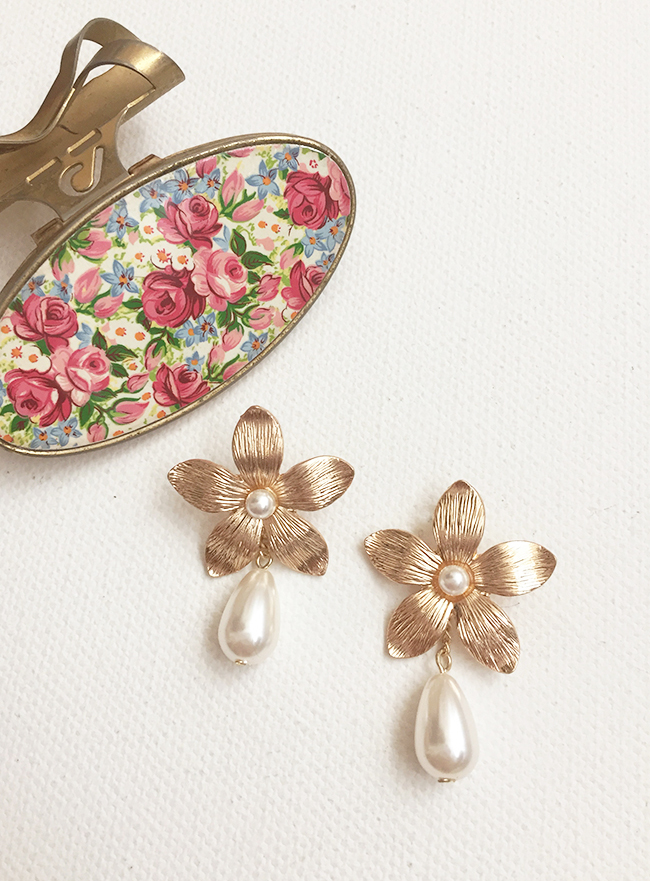 antique flower pearl earring (2 colors) (Allergy free)