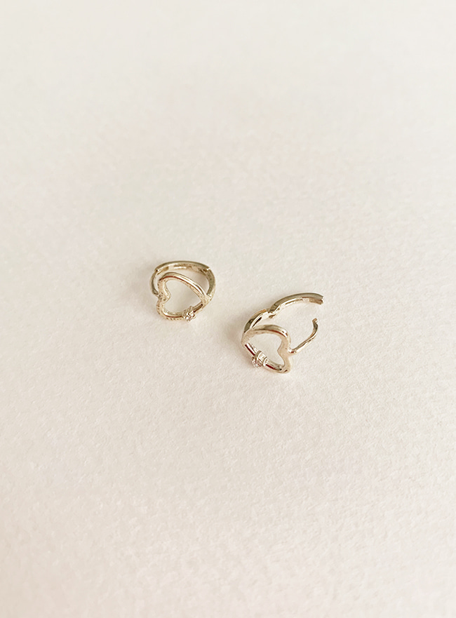 (Silver 925) petit cubic heart earring (2 colors)
